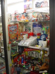 vintage-toys-lost-in-space-disneykinz-comics-swizzle-sticks-beatles-elvis